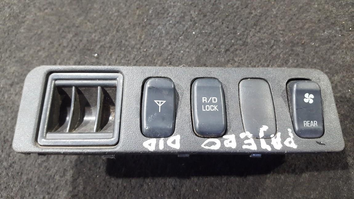 Door central locking lock unlock switch control Mitsubishi Pajero 1998    1.8