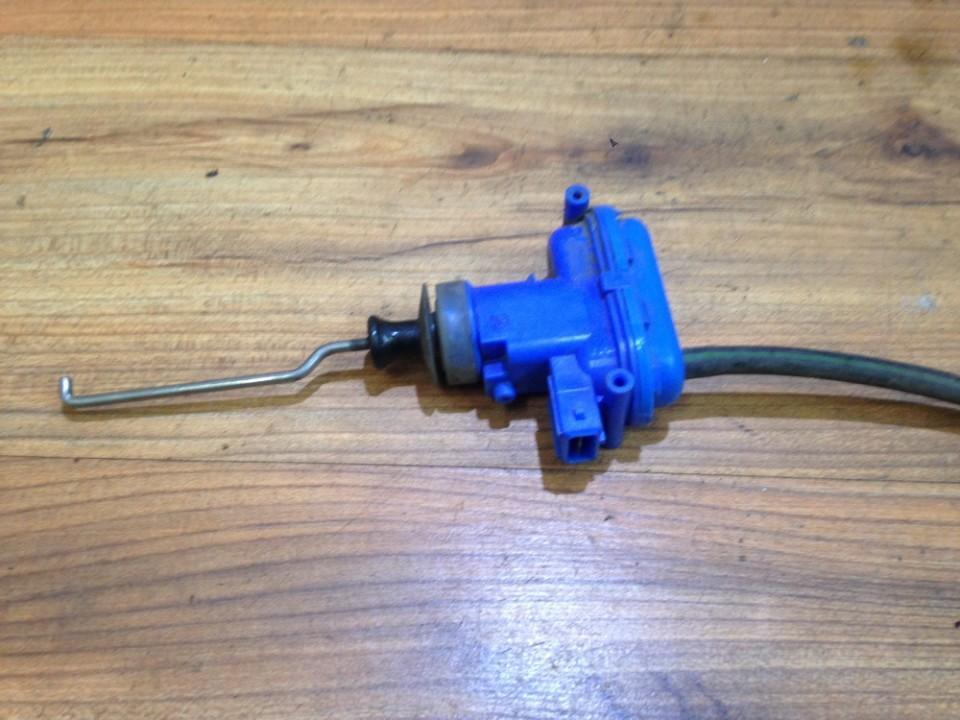 Duru uzrakto vakuumine pompele 893862153c n/a Audi 100 1993 2.5
