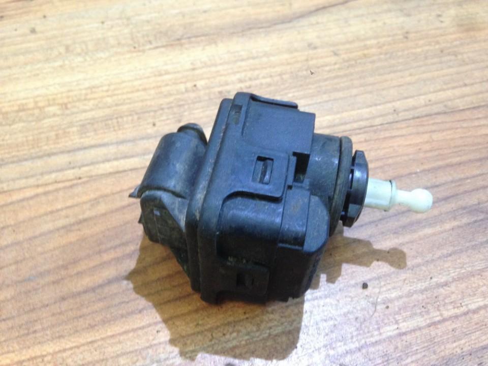 Headlighth Levell  Range Adjustment Motor Audi A6 1998    2.0 8l0941295
