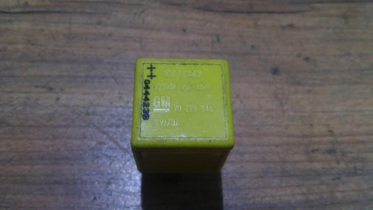 Relay module Opel Vectra 2003    1.8 90226846