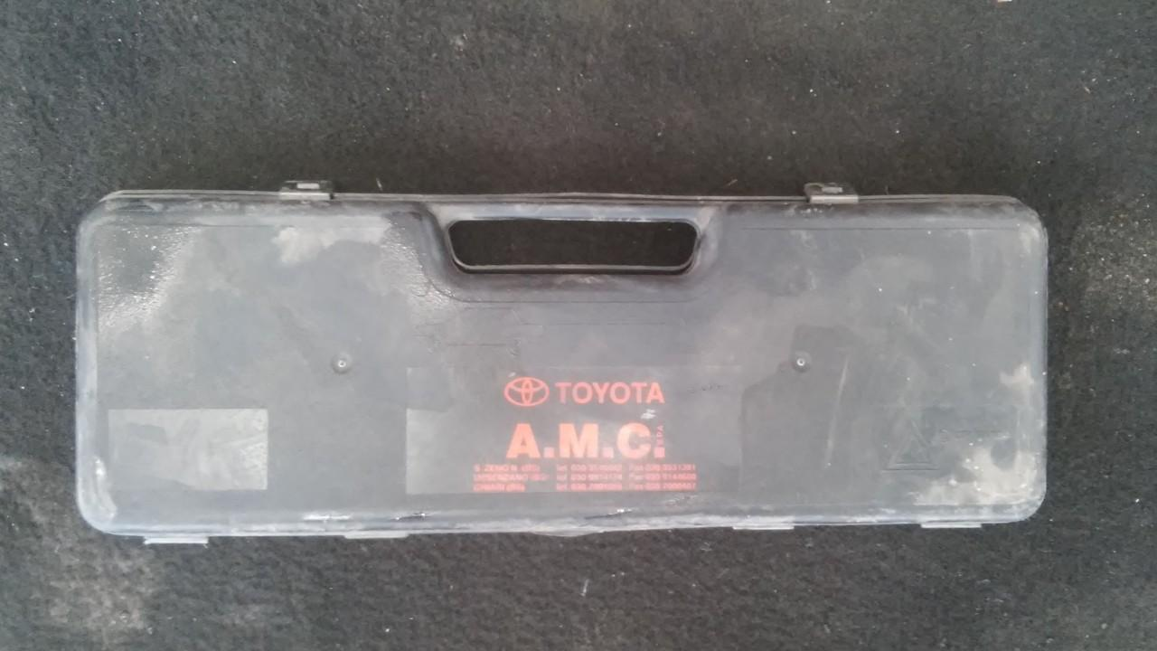 Warning Triangle Integrated into Trunk Toyota Camry 1994    2.0 27r0391104