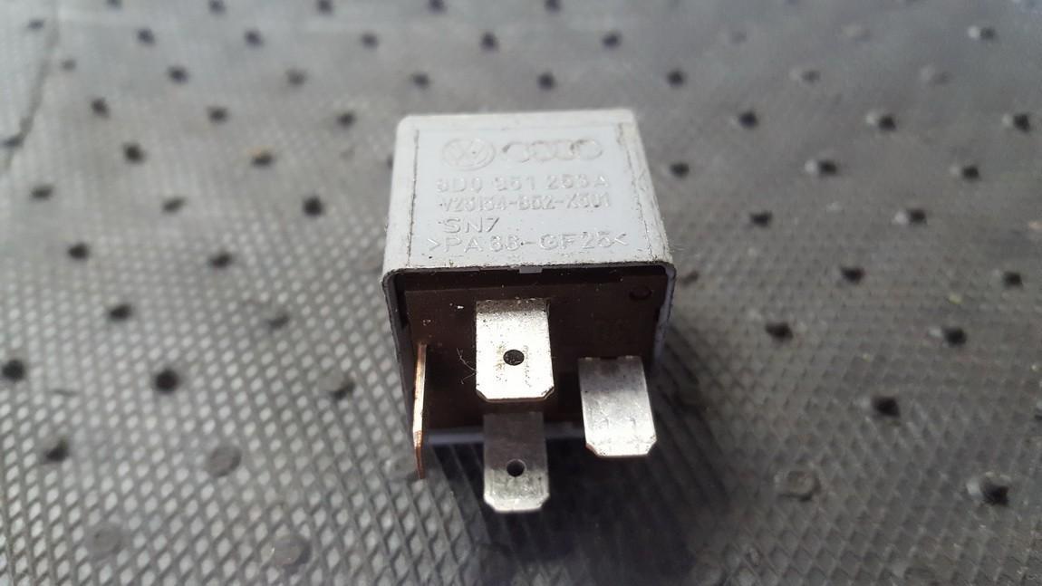Rele 8D0951253A V23134-B52-X301 Audi A6 1998 2.5