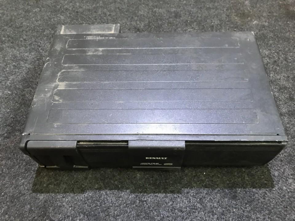 держатель cd-проиг Renault Scenic 2001    2.0 8200002589a