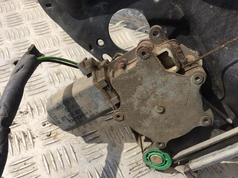 Duru lango pakelejo varikliukas G.K. 893839397a 893959801c Audi 80 1993 1.9