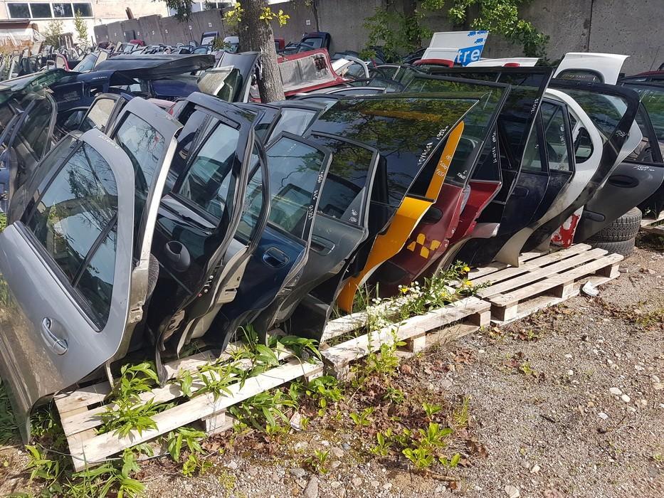 Doors -  rear left side NENUSTATYTA n/a Mitsubishi GALANT 1999 2.0