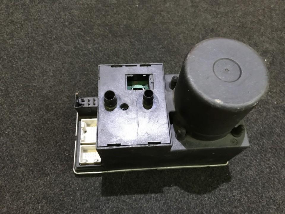 Вакуумное устройство системы Audi A8 1998    2.0 8d0862257b