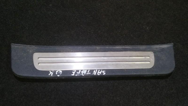 Interior door step trim left rear Hyundai Santa Fe 2004    2.0 858752b000