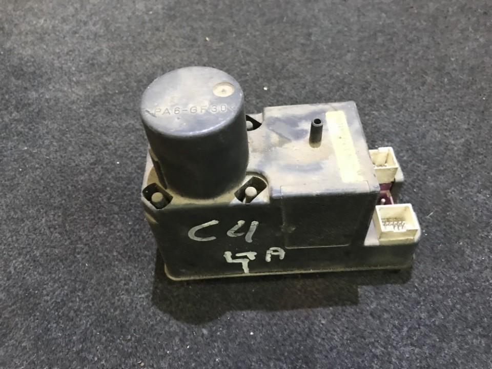 Вакуумное устройство системы Audi A4 1995    0.0 4a0862257j