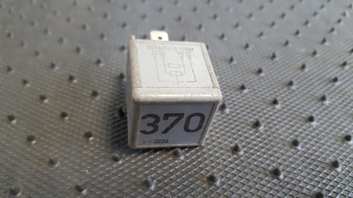 Rele 8D0951253 V23134-J52-X300, V23134J52X300 Audi A6 1998 2.5