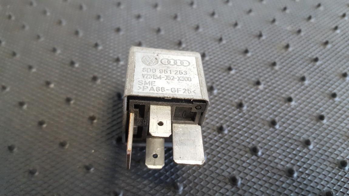 Rele 8D0951253 V23134-J52-X300, V23134J52X300 Volkswagen PASSAT 1994 1.9