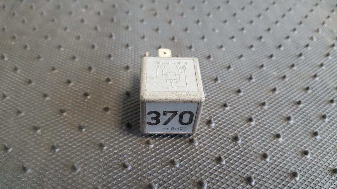 Rele 8D0951253 V23134-J52-X300, V23134J52X300 Volkswagen PASSAT 1997 1.8