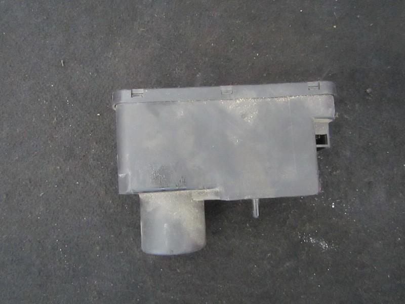 Вакуумное устройство системы Volkswagen Passat 1990    1.9 357962257