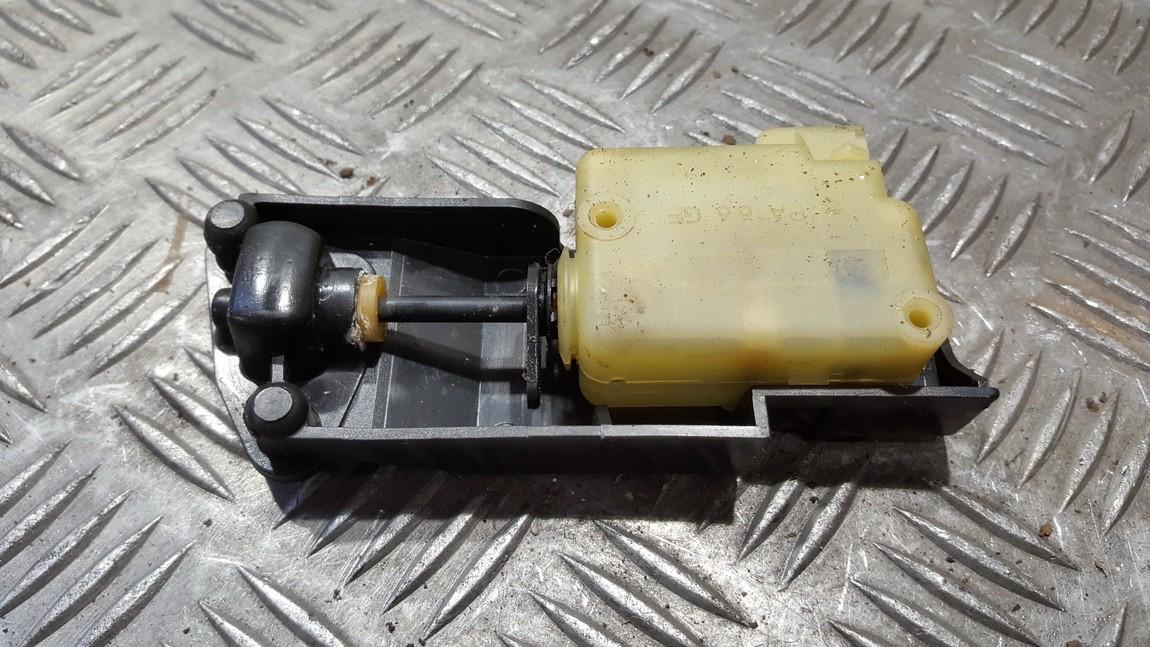 Центральный замок мотор двери Volvo V70 2004    2.4 9483311