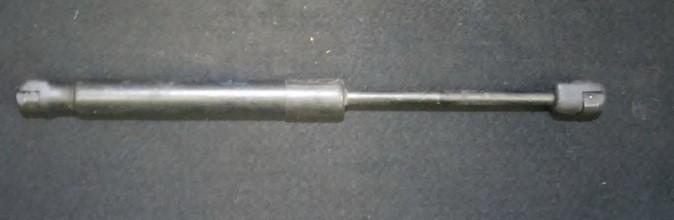 Galinio Dangcio amortizatorius G. (kapoto) nenustatytas n/a Audi 80 1985 1.8