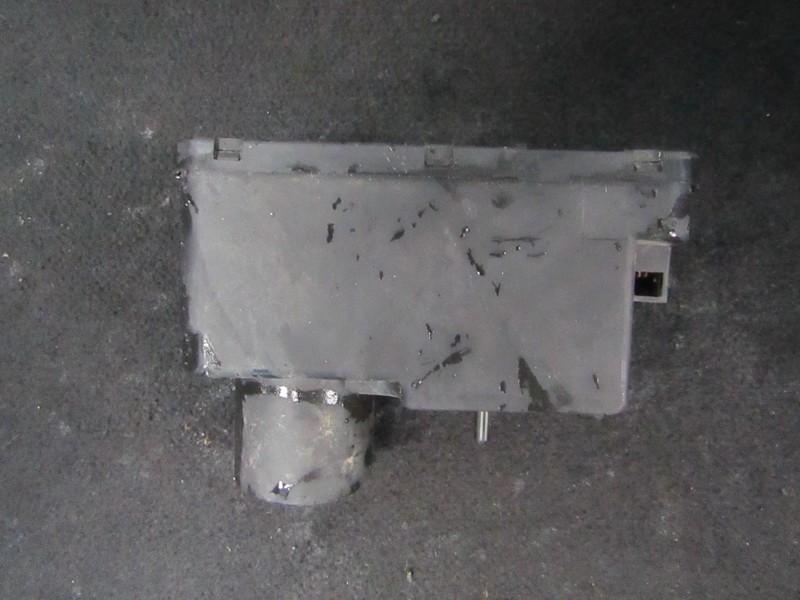 Вакуумное устройство системы Volkswagen Passat 1991    1.6 357962257