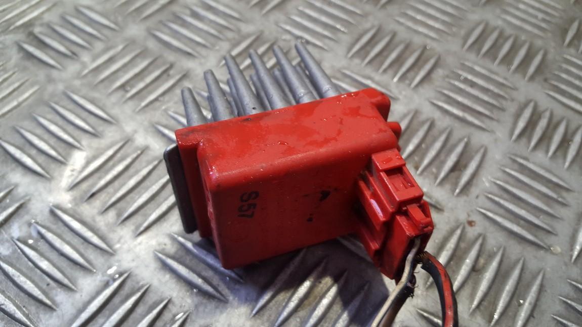 Резистор отопителя Volkswagen Passat 2000    0.0 357907521