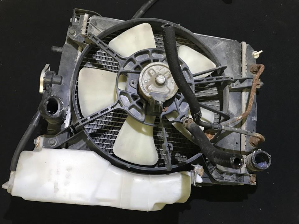 Радиатор Daihatsu Sirion 2000    1.3