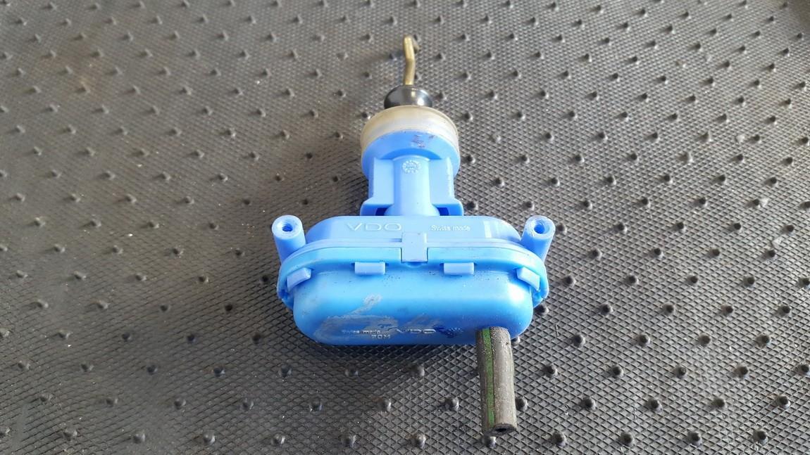 Duru uzrakto vakuumine pompele 893862153D N/A Audi 100 1984 1.8