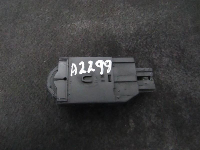 Zibintu aukscio reguliatoriaus mygtukas mr114337 lk04001000 Mitsubishi CARISMA 1998 1.8