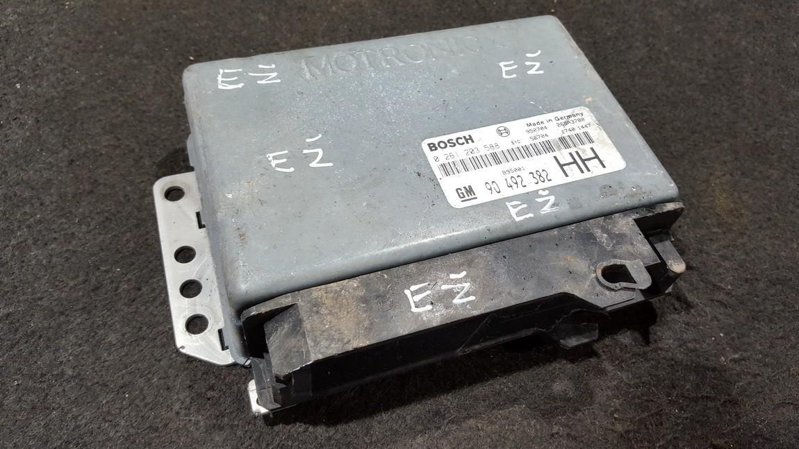 Variklio kompiuteris 0261203588 90492382, 26SA3780 Opel OMEGA 1997 2.0
