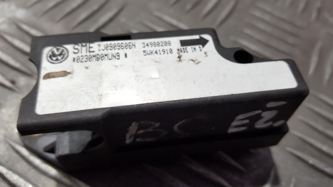 Srs Airbag crash sensor Volkswagen  Passat, B5 1996.08 - 2000.11