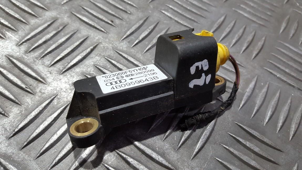 Srs Airbag crash sensor Audi A6 2000    0.0 4B0959643B