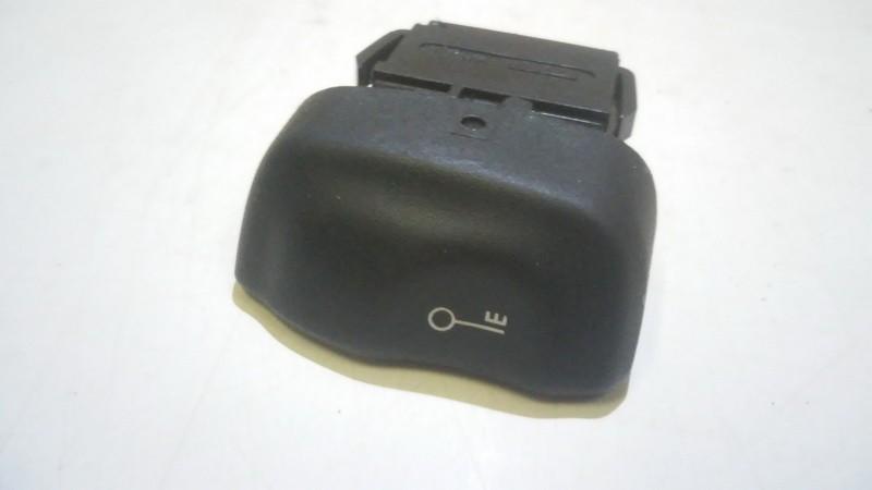 Кнопка центрального замка Renault Megane 2002    1.8 845438b