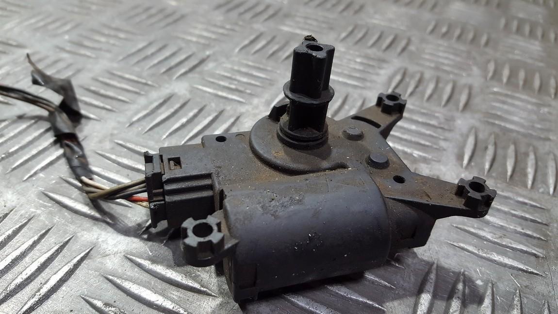 кронштейн моторчика заслонки отопителя 52406339 NENUSTATYTA Opel ASTRA 1994 1.7