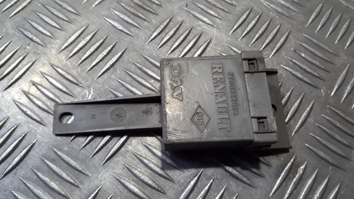 Блок управления двери Renault Espace 1998    0.0 7700822928
