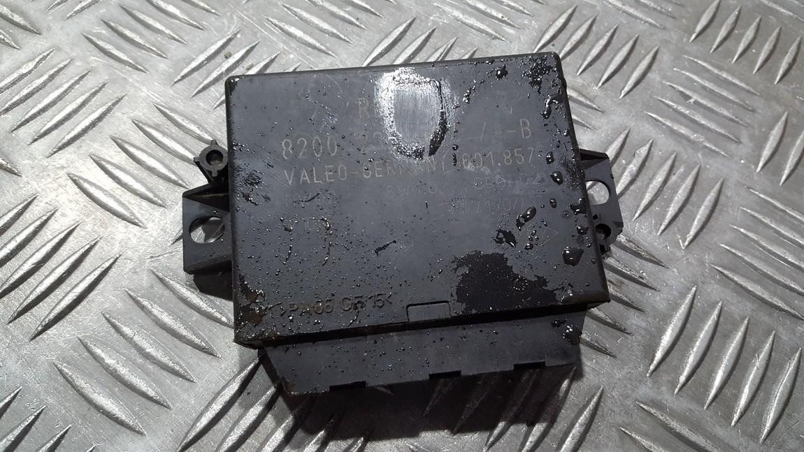 Блок управления парковочным Renault Espace 2004    0.0 8200235627