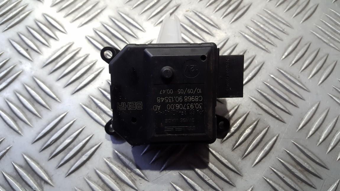 Электродвигатель заслонки отопителя Opel Zafira 2008    1.9 309370600AD