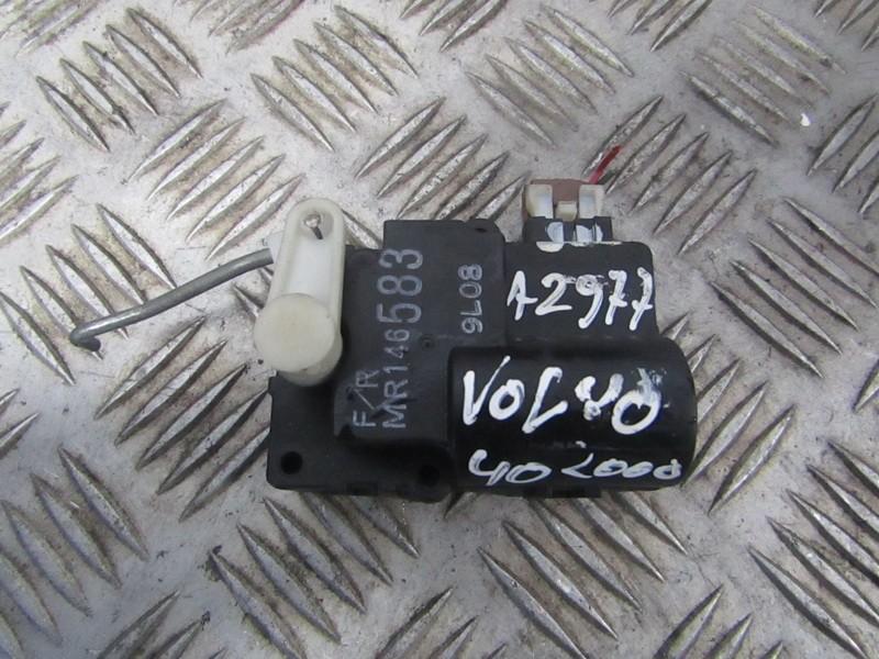 Электродвигатель заслонки отопителя Volvo V40 2000    2.0 mr146583