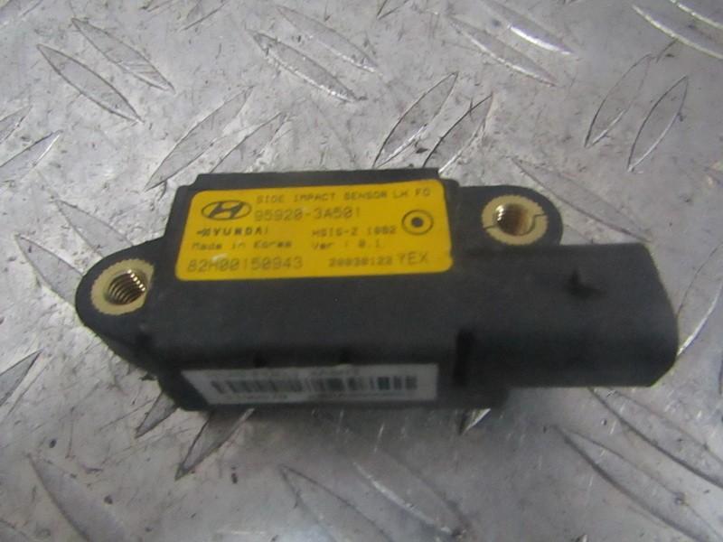 Srs Airbag crash sensor Hyundai Trajet 2002    2.0 959203A501