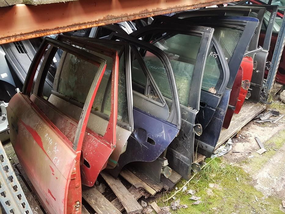 Doors - rear right side Opel Astra 1995    0.0 raudonos
