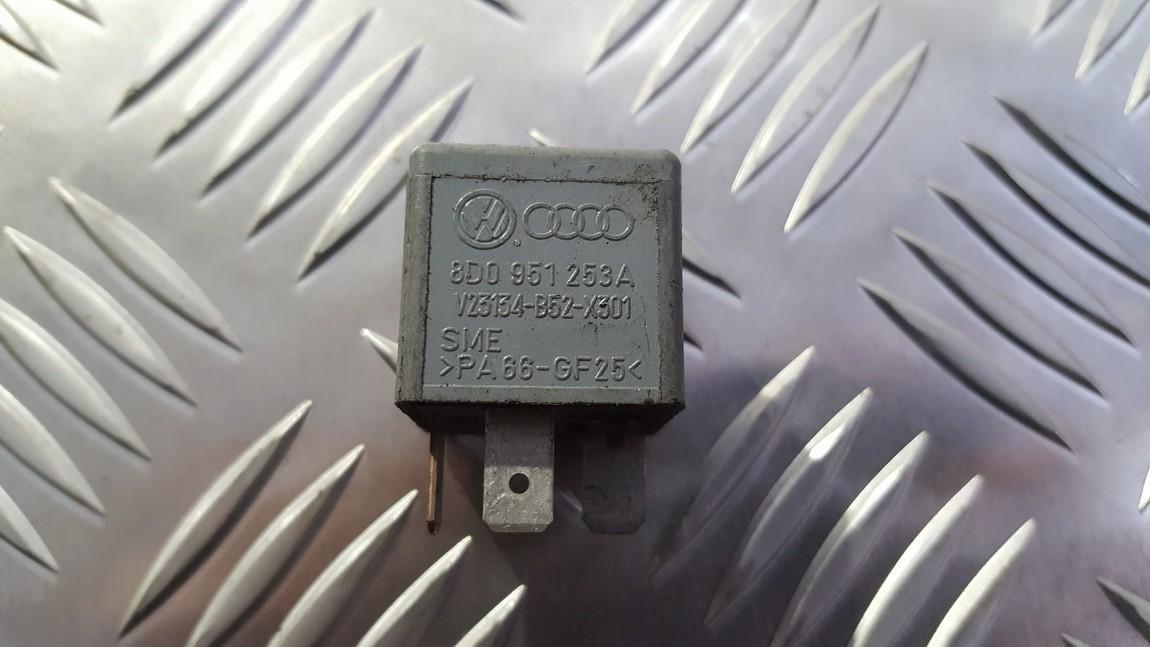 Relay module Volkswagen Passat 2002    0.0 8d0951253a