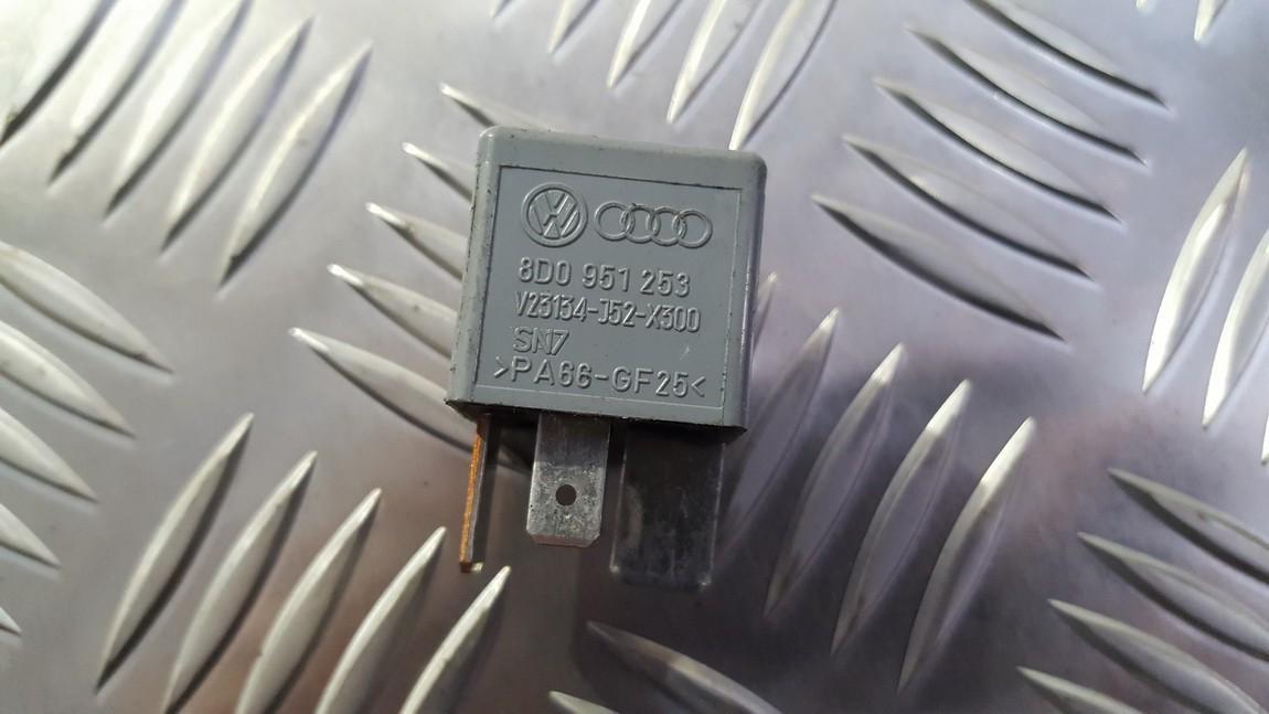 Relay module Volkswagen Passat 2000    0.0 8d0951253
