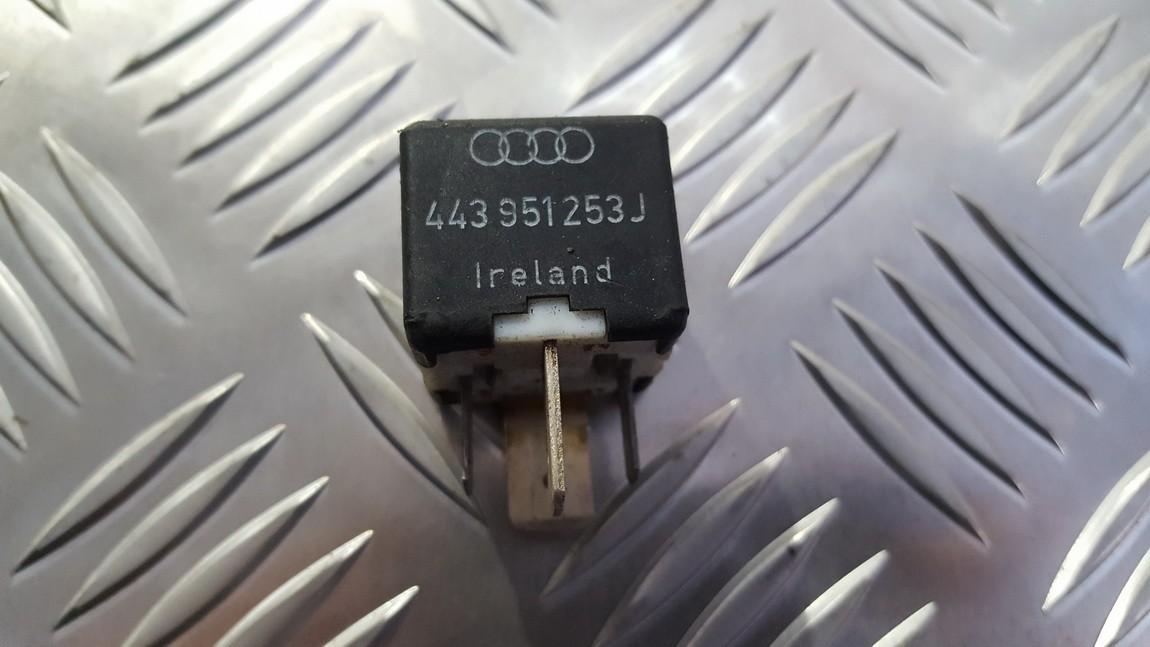 Relay module Volkswagen Passat 1997    0.0 443951253J