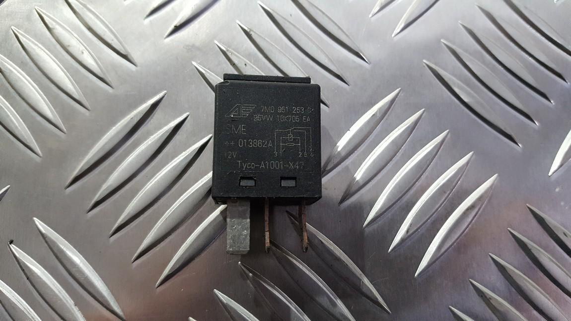 Relay module Volkswagen Passat 2008    0.0 7M0951253C