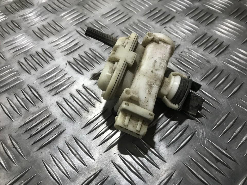 Volkswagen  Passat Duru uzrakto vakuumine pompele