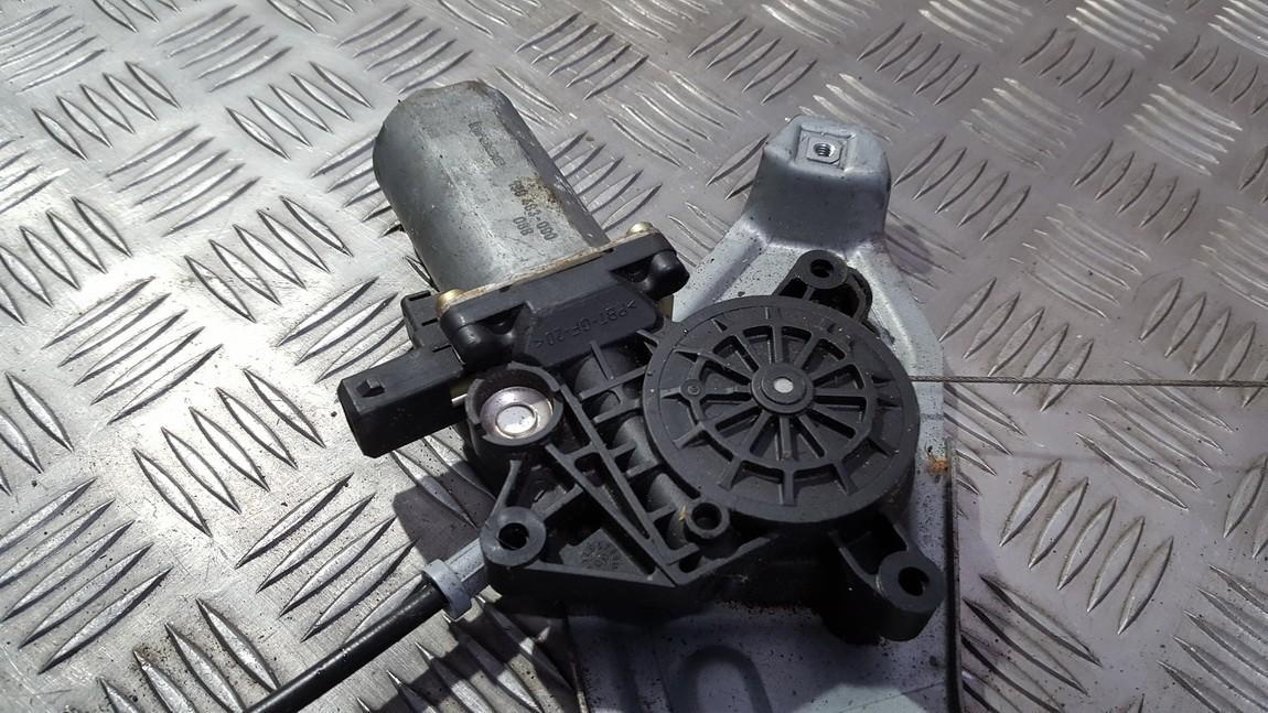 Моторчик стеклоподъемника - передний правый 0130821630 190483-000 Renault ESPACE 1990 2.1