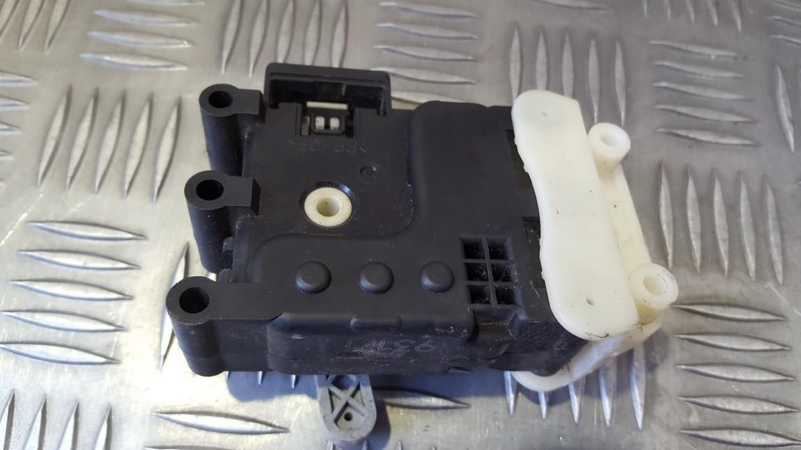 кронштейн моторчика заслонки отопителя GA705GS1D 9317J Mazda 6 2014 2.2