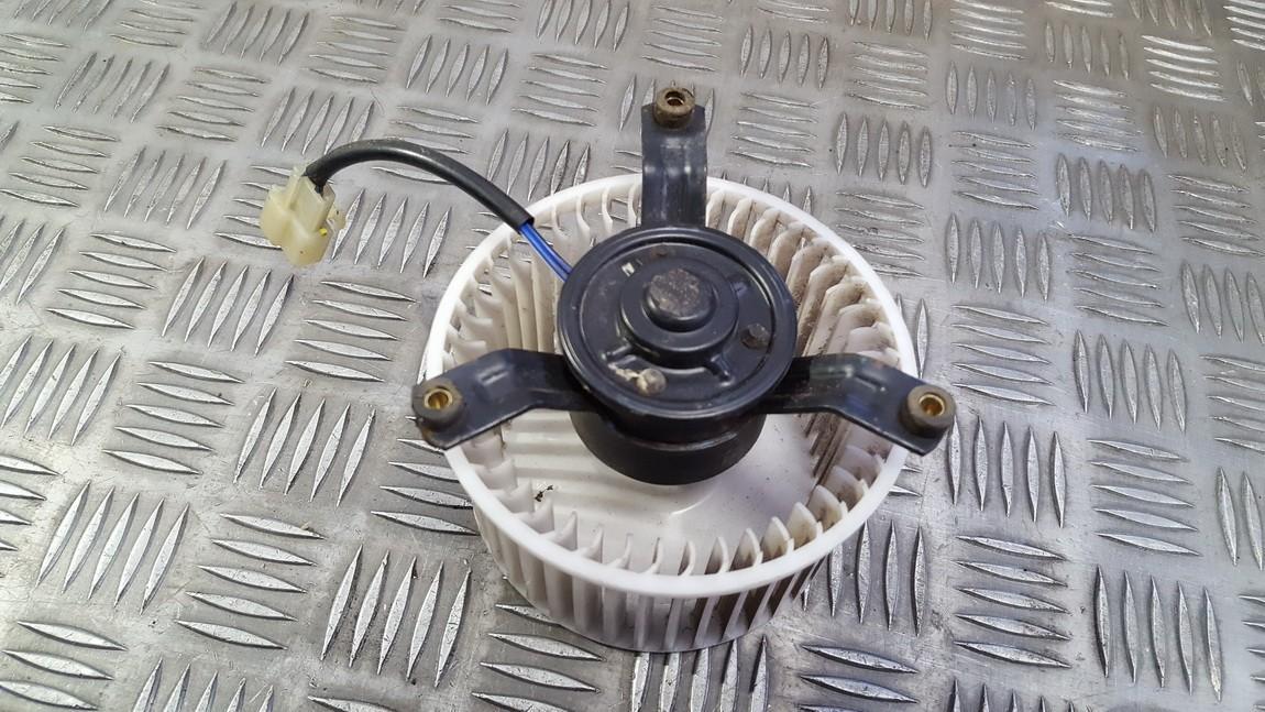 Toyota  Avensis Verso Salono ventiliatorius