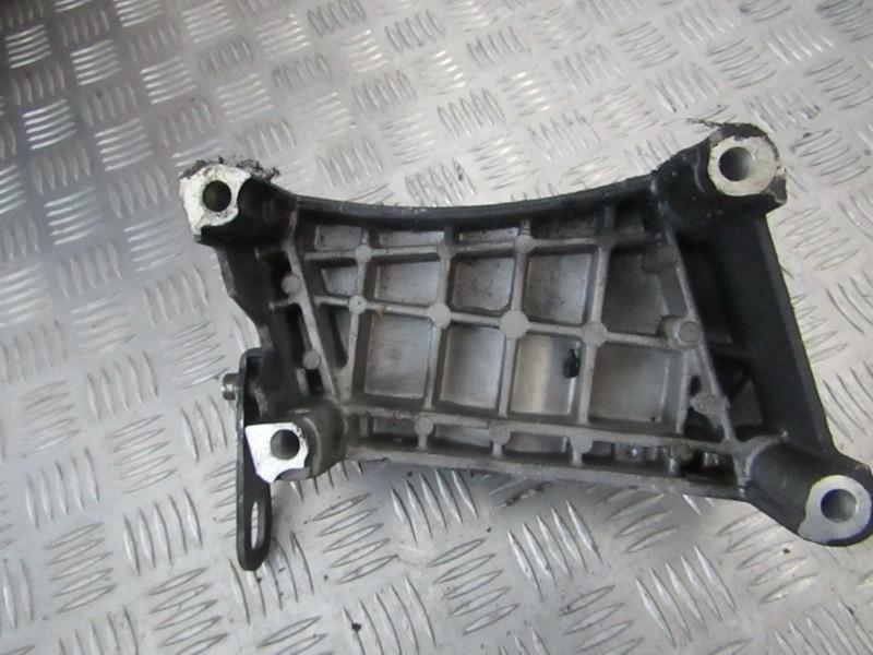 Variklio kronsteinas ir Greiciu dezes kronsteinas 55199250 used Opel CORSA 1993 1.2