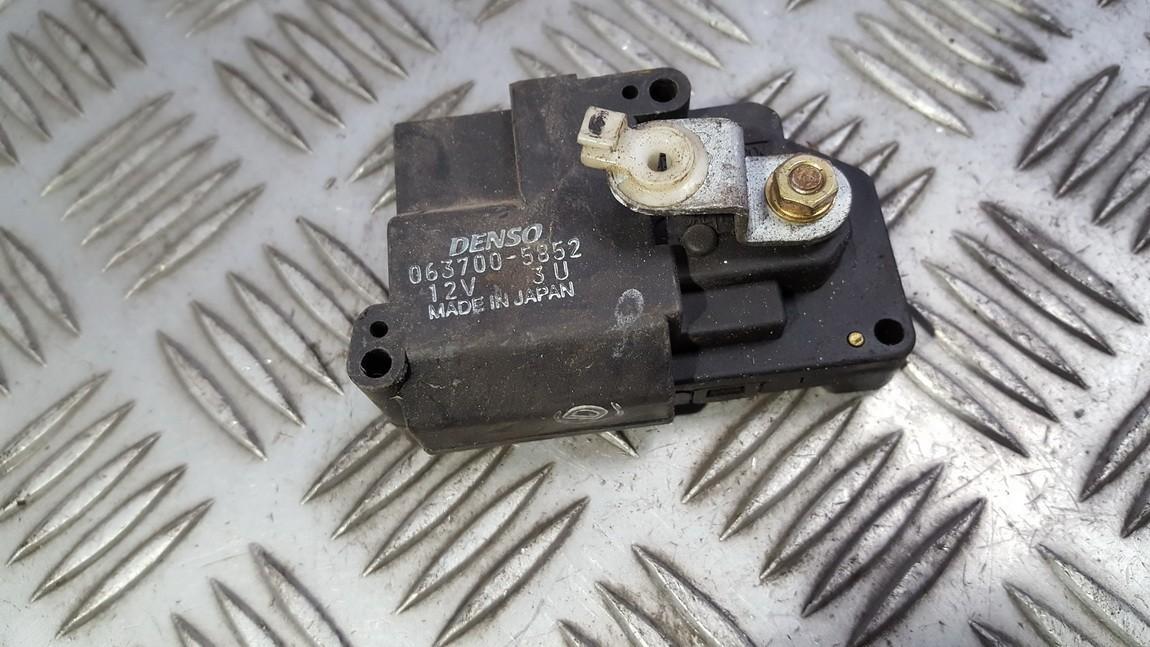 кронштейн моторчика заслонки отопителя 0637005852 063700-5852 Honda CR-V 2004 2.0