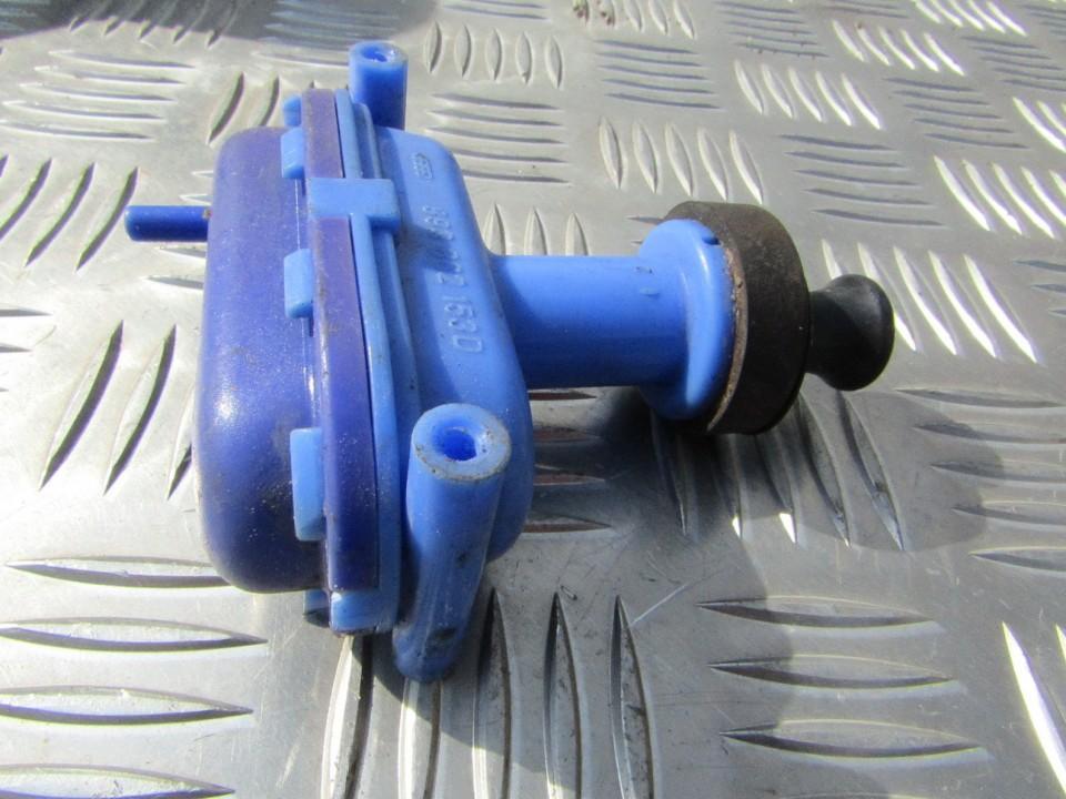 Duru uzrakto vakuumine pompele 893862153D USED Audi 80 1985 1.8