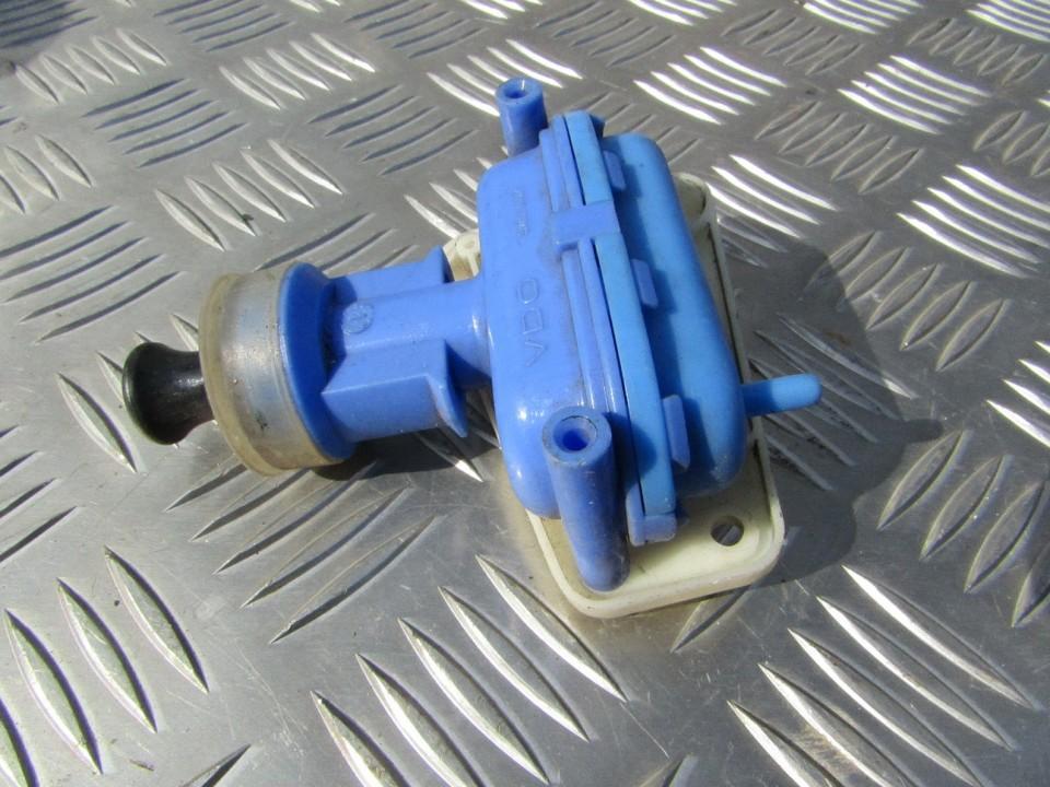 Door Vacuum Central Locking Mechanism (Actuator Control Valve) 893862123 USED Audi 80 1985 1.8