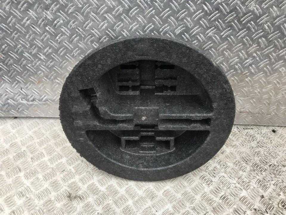 Кронштейн крепления запасного колеса 6477105040 64771-05040 Toyota AVENSIS 2003 1.8