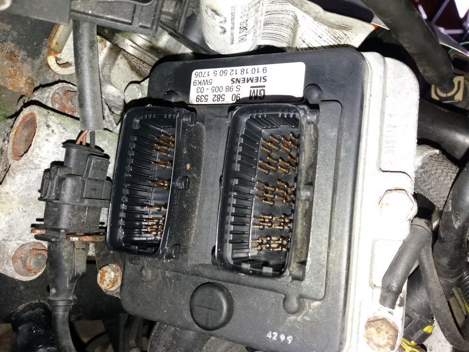 Variklio kompiuteris 90582539 5WK9 Opel ZAFIRA 2000 2.0