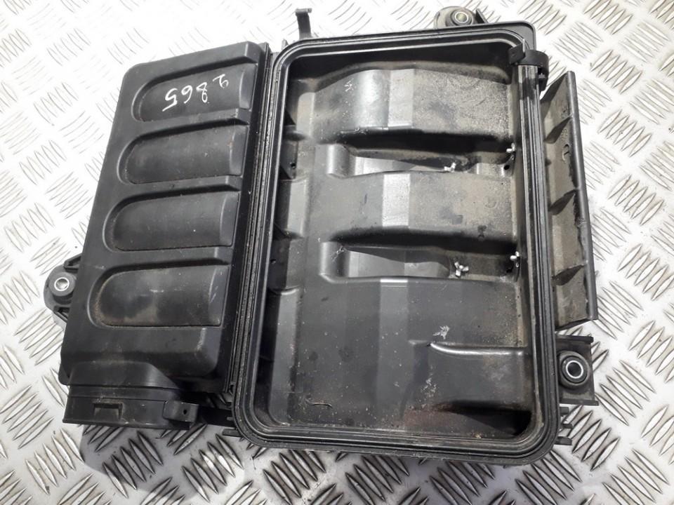 Mazda  2 Air filter box