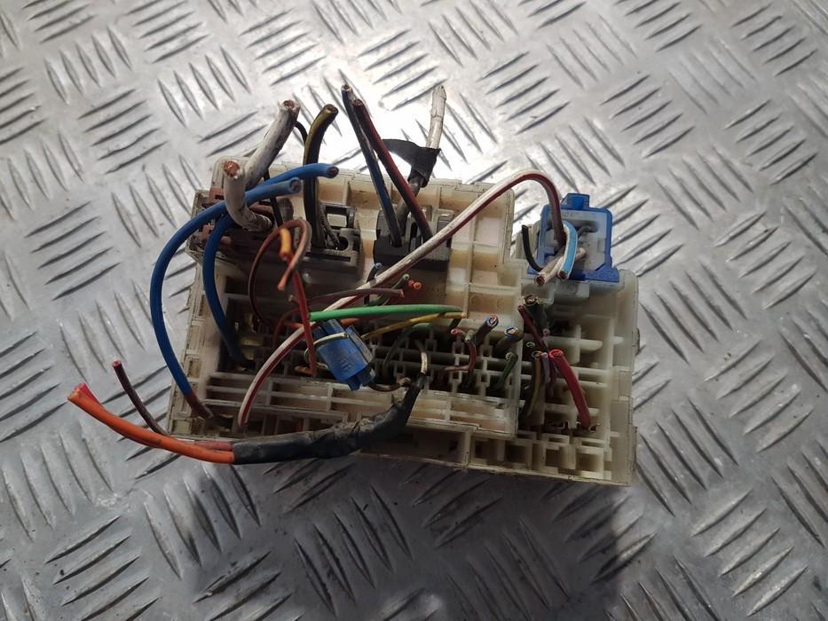 931002 used fuse box nissan serena 1996 2 0l 9eur eis00540237